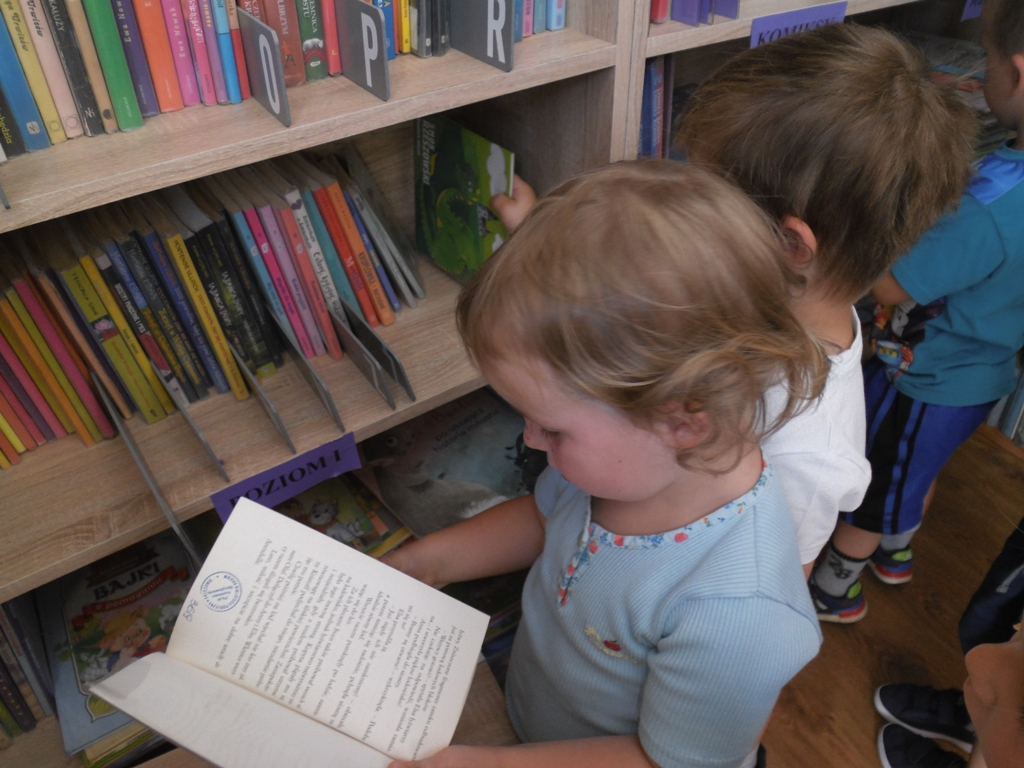 Maluchy W Bibliotece Humnisie